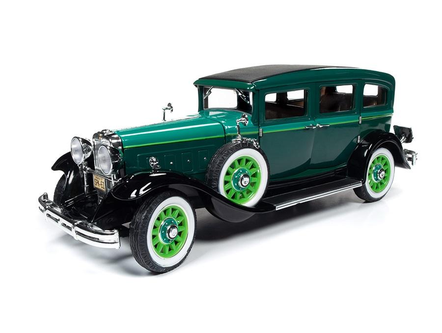 18_AW261_Peerless_Master_8_Sedan_1931_a