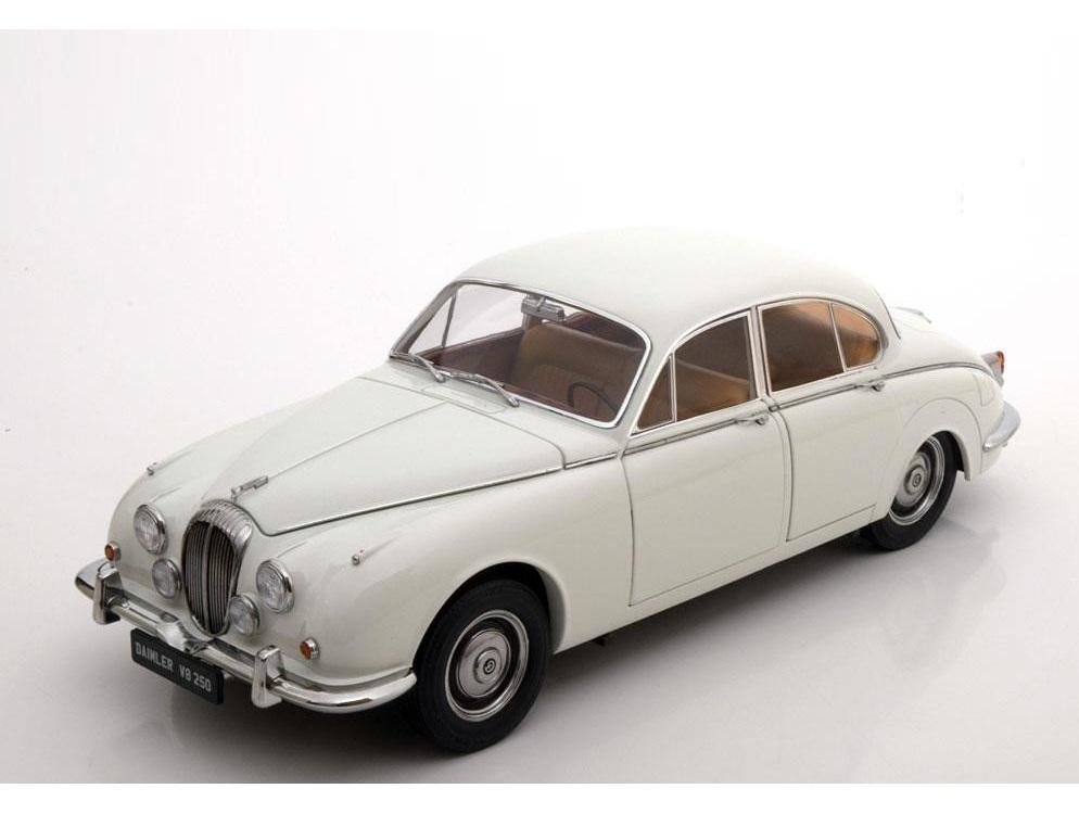 18_Daimler_V8-250_white_a