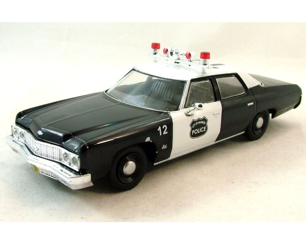 43_Chevrolet_Bel_Air_Police_Car_a