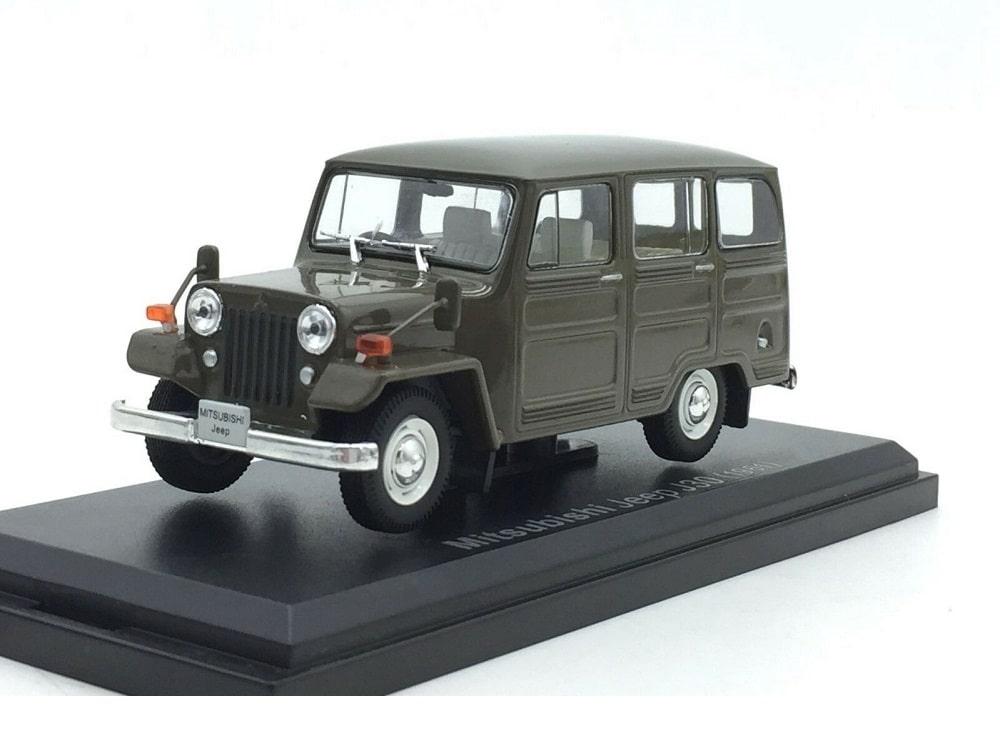 43_F43_013_Mitsubishi_Jeep_J30_a