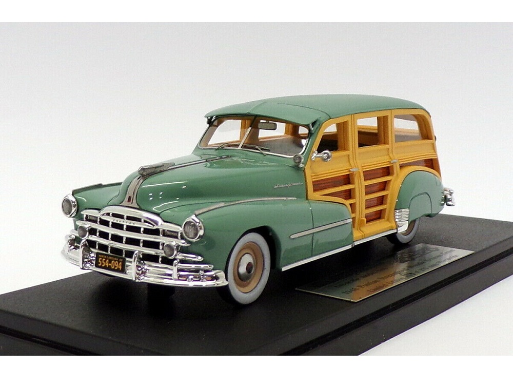 43_GC034A_Pontiac_Streamlined_Woodie_a
