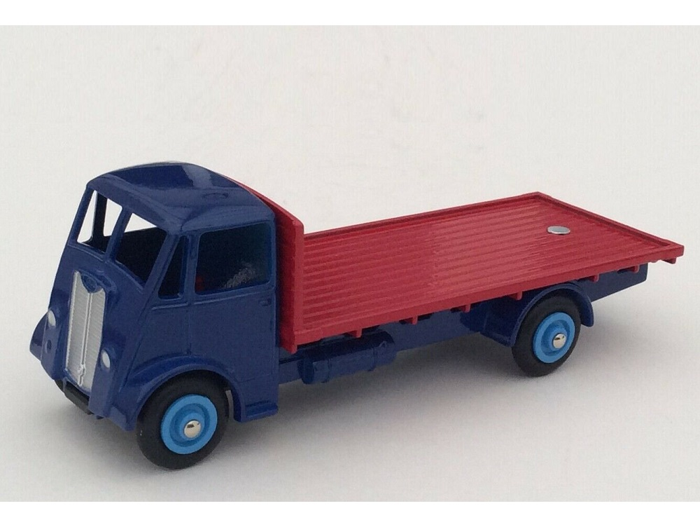 43_Guy_Vixen_Flat_Truck_4677105_a