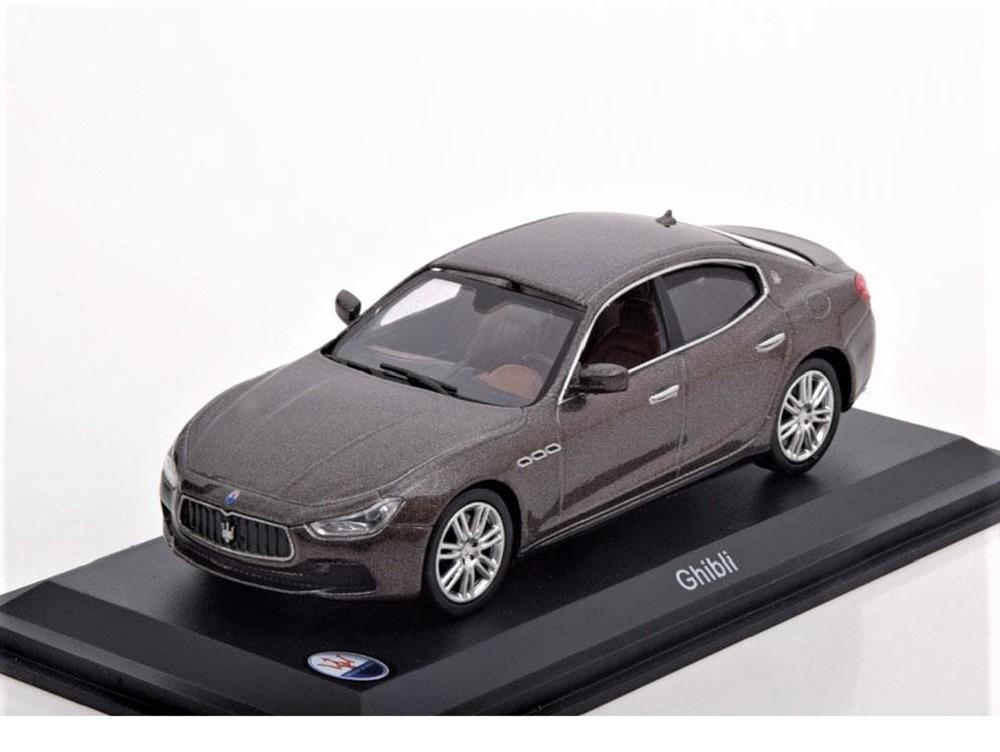 43_Leo_MAS006_Maserati_Ghibli_2013_a
