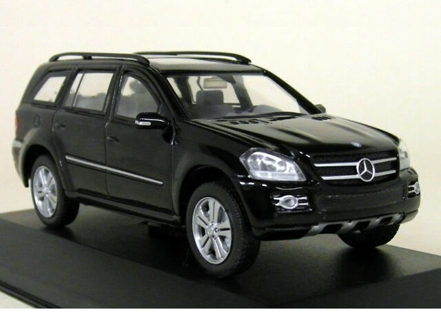 43_Mercedes_Benz_GL500_4Matic_X164_a