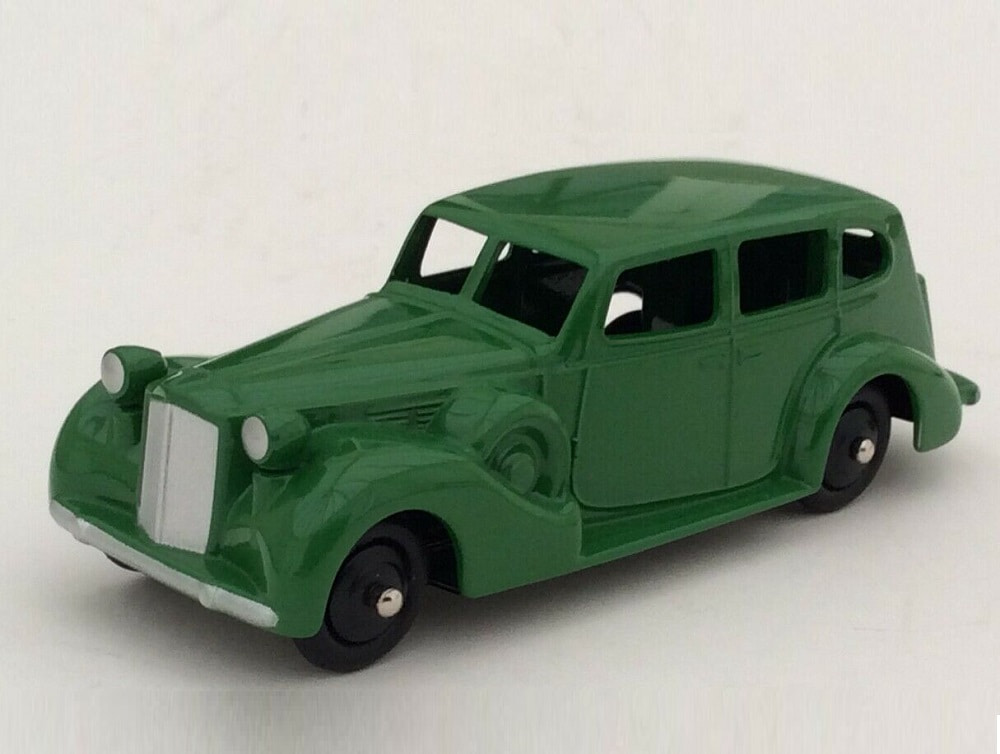 43_Packard_Eight_Sedan_Green_a