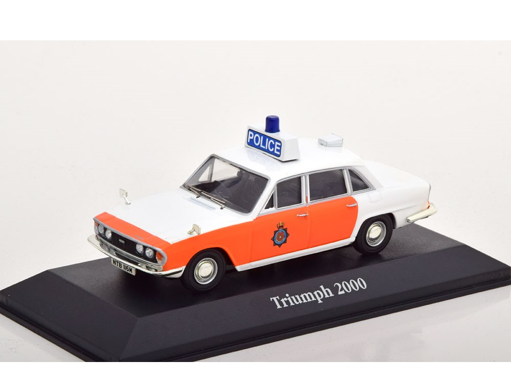 43_Police_Lancashire_Triumph_2000_a