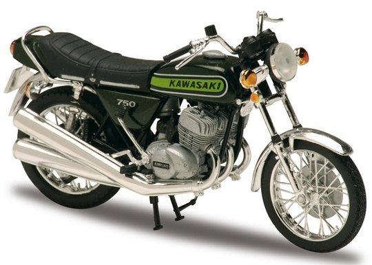 18_Kawasaki_750_H2_a