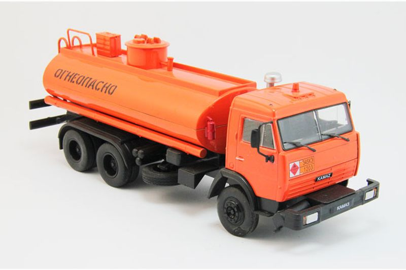 43_KAMAZ_5320_Oil_Tanker_a